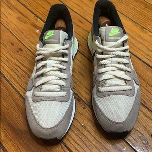 Classic Nike Internationalist Women Sneakers